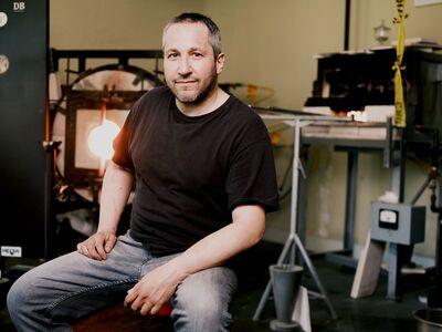 Sunday Spotlight: Moshe Bursuker, glassblowing artist and educator